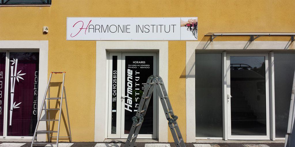 Moyens de Com - enseigne harmonie institut